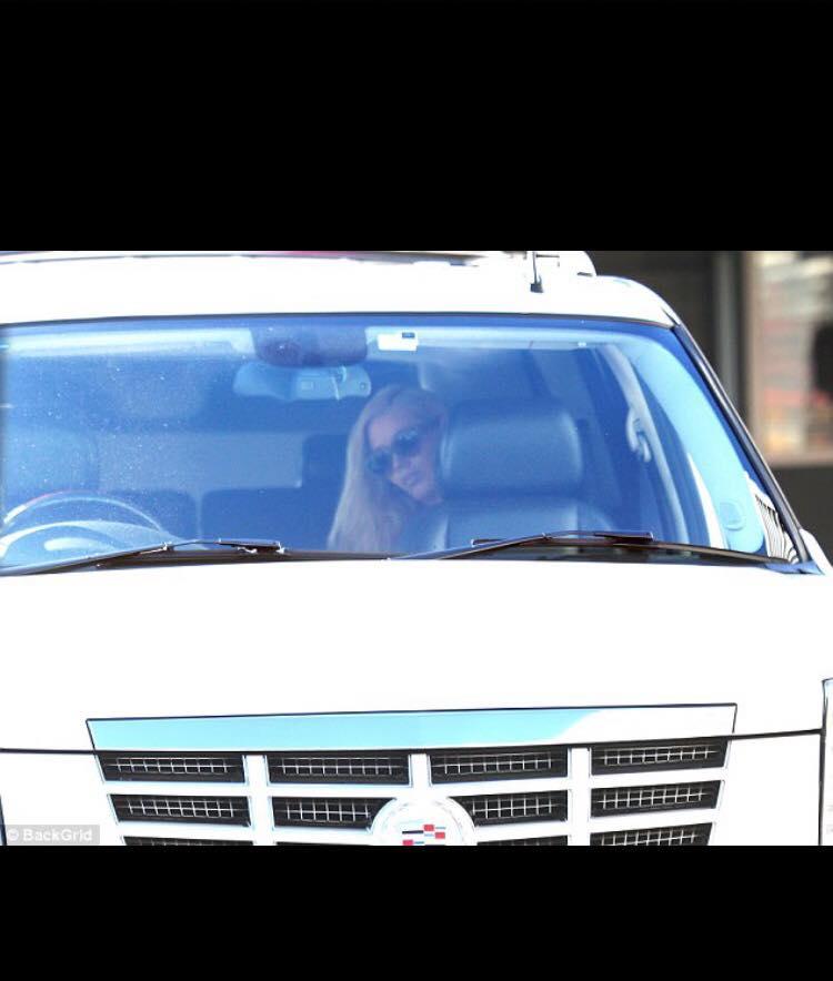iggy-azalea-celebrity-car-hire-2